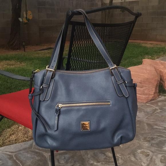 Dooney & Bourke Handbags - Dooney & Bourke Nina bag👜